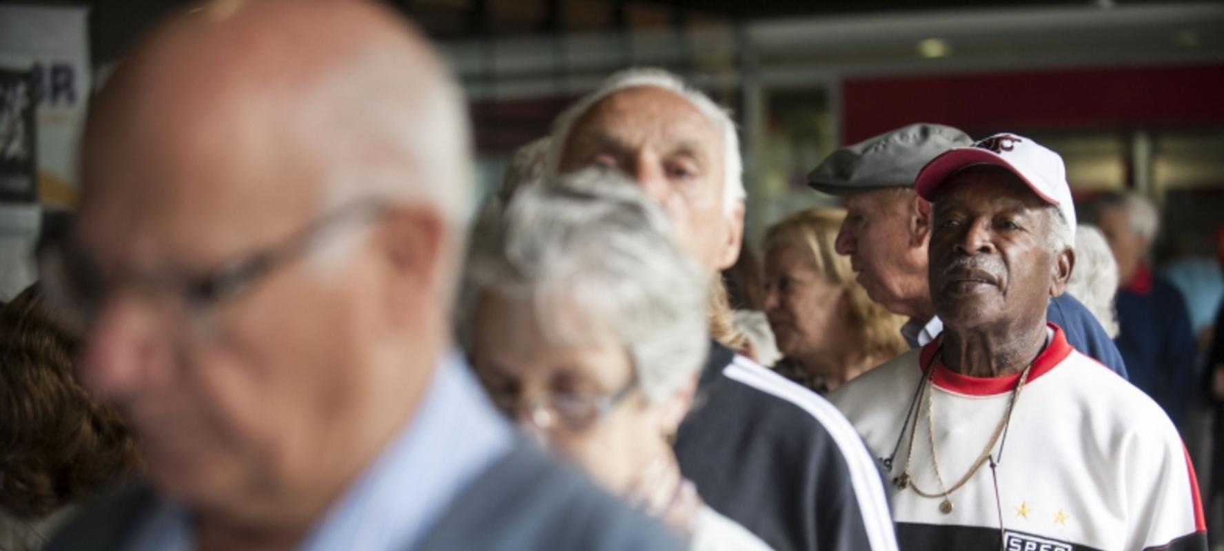 aposentar-se-aos-65-anos-ou-contribuir-por-49-anos-e-garantir-um-valor-melhor