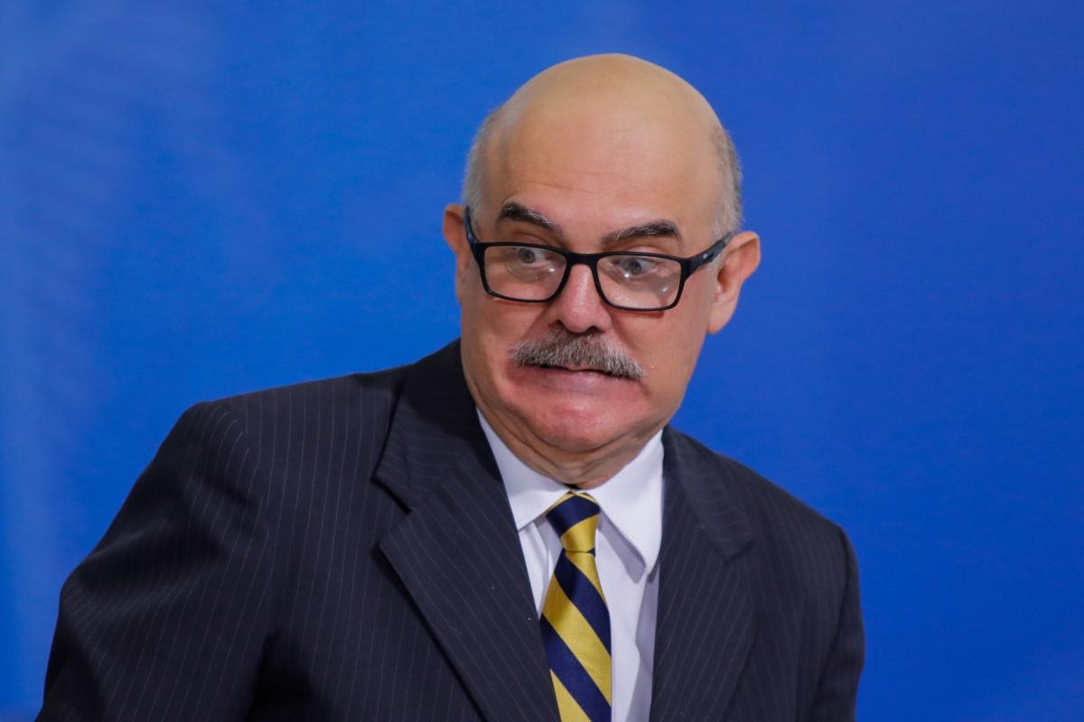 senhor-ministro-da-educacao-peca-outra-vez-desculpas-aos-brasileiros