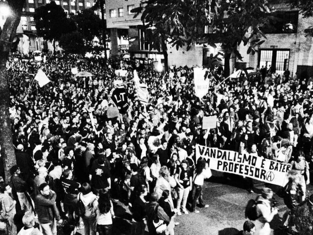 vagabundo-nao-e-quem-faz-greve-e-quem-se-nega-a-estudar-historia